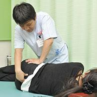 検査をもとに、あなたの症状に応じた施術をします。